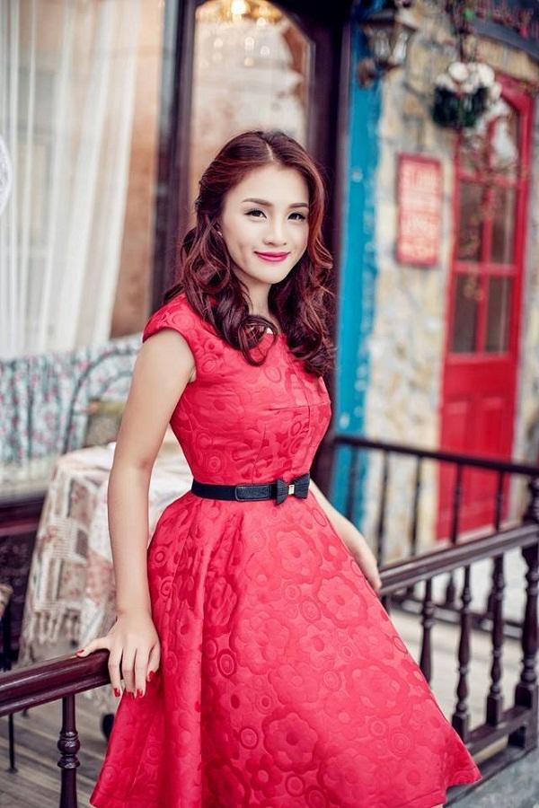 Nữ ca sĩ Thu Hà với giọng hát ngọt ngào đầy tình cảm